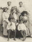 Picture of an afro-american family during World War 1