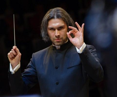 Vladimir Jurowski conducting